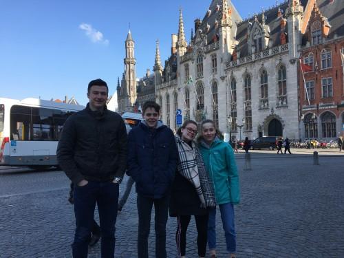 Sterke vertegenwoordiging van het Agnetencollege op het Vlaams kampioenschap zwemmen in Brugge