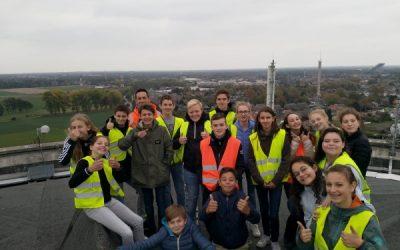 Leerlingen van 2MW bezoeken watertoren van Peer.