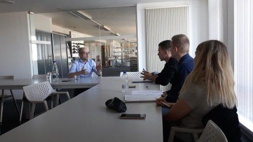 Leerlingen 6 economie verdedigen economisch onderzoek bij Mathieu Gijbels