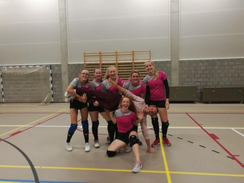 'De pink panters', onze scholieren meisjes volleybal