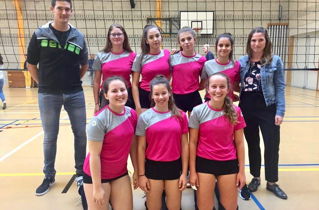 De volleybalmeisjes cadetten van het Agnetencollege